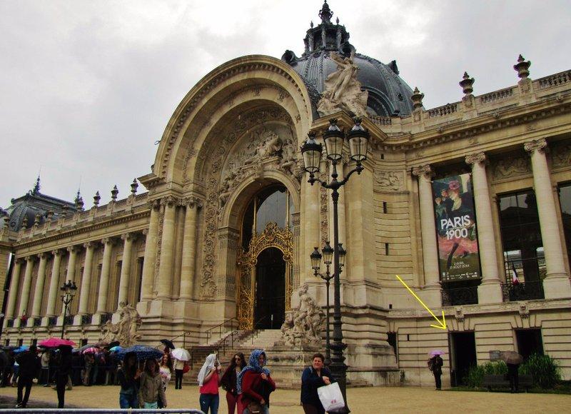 The hidden entrance to the Petit Palais