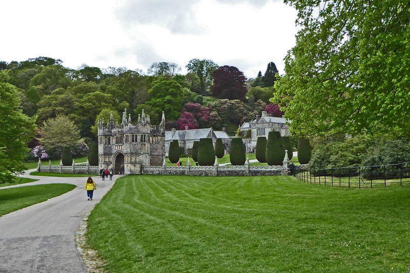 Walking to Lanhydrock House from the Entrance