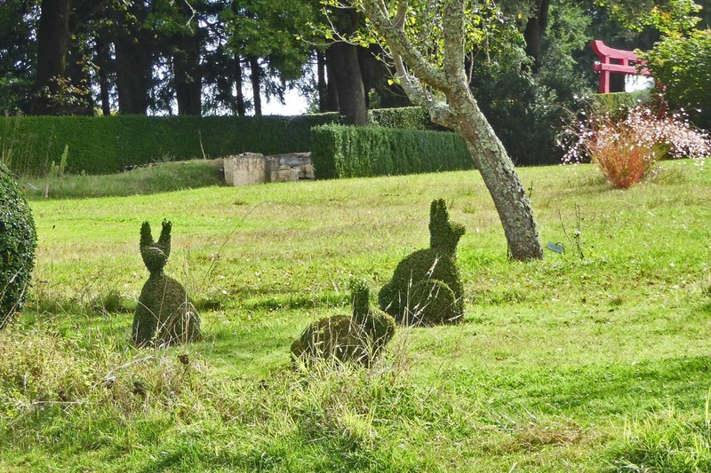 The animal topiaries at Eyrignac Gardens