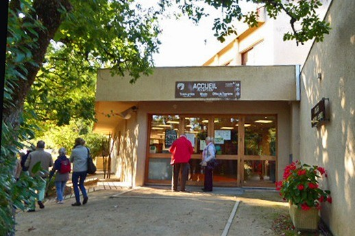 Pech Merle Cave entrance and gift shop