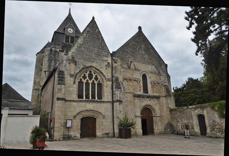 Église Saint-Symphorien behind Château Azay-le-Rideau