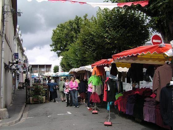 Market Day in Montrichard - Montrichard