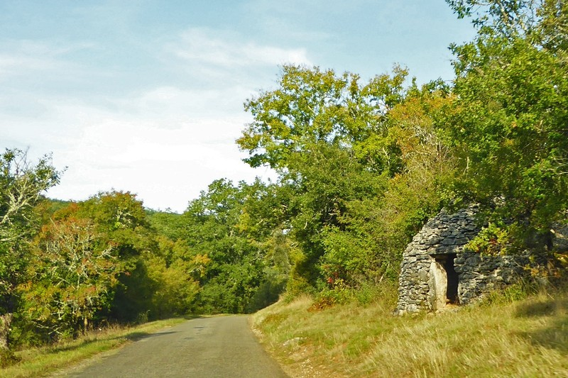 Dry stone borie on the way to Limeuil from the Lot