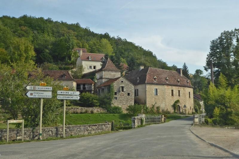 Cénevières - the turn to the Château