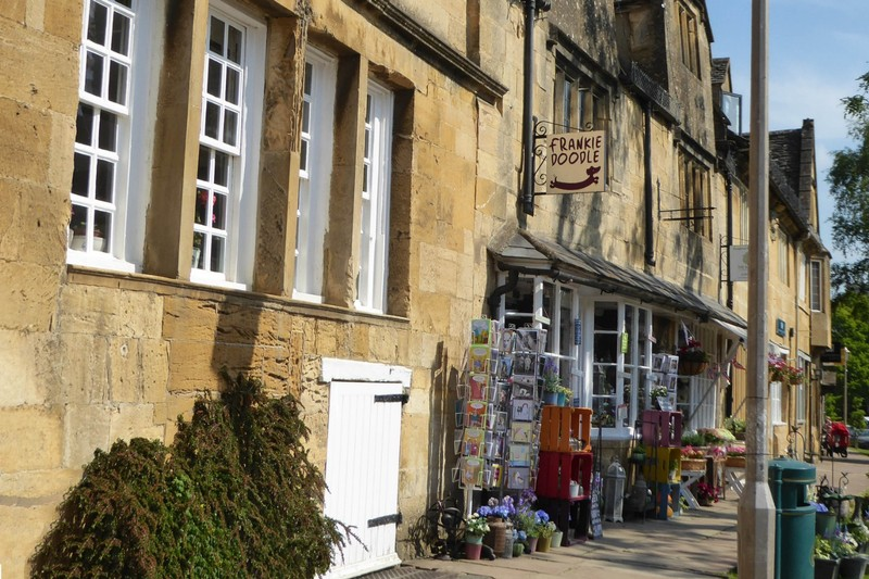 A Play on Yankee Doodle? Store on High Street in Chipping Campden
