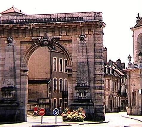 The Triumphal Arch near the campground - Beaune