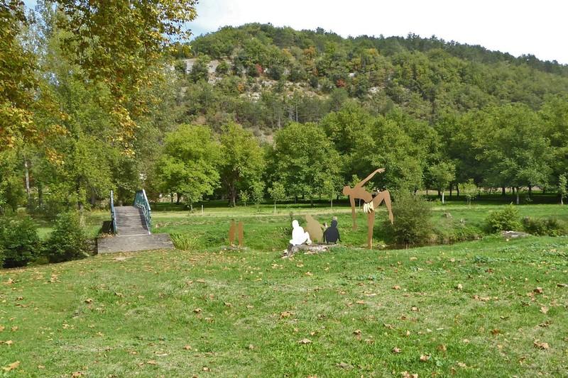 Park along the river Céou in Daglan