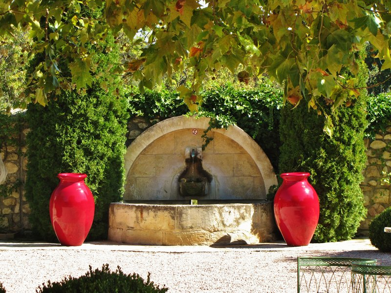 Fountain at Bistrot Mogador, Château_d'Estoublon