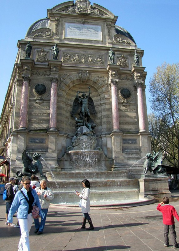 Fontaine Saint Michel at Place Saint Michel