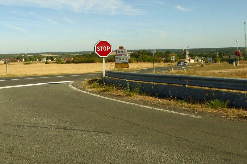 The D976 near Bléré in the Loire