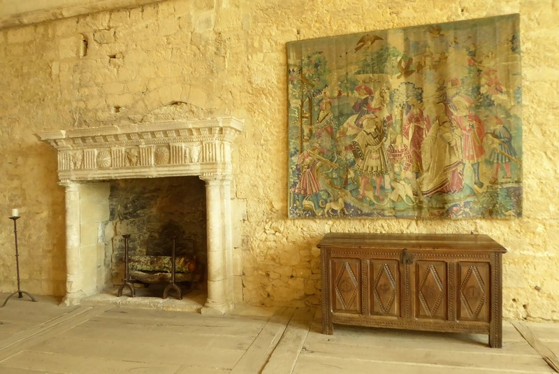 Tapestry and chest in Château de Beynac