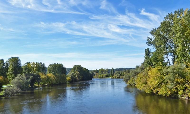 Crossing the river Dordogne at Cénac-et-Saint-Julien