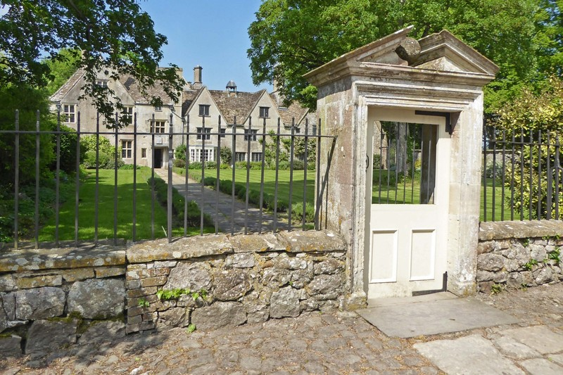 Entrance to Avebury Manor