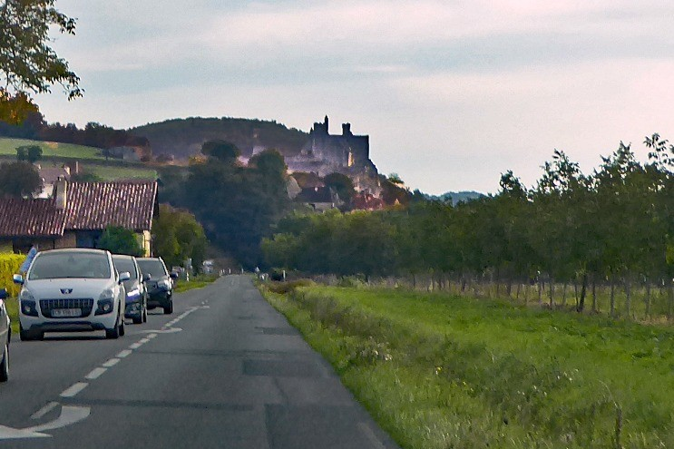 Approaching Beynac-et-Cazanac on the D703