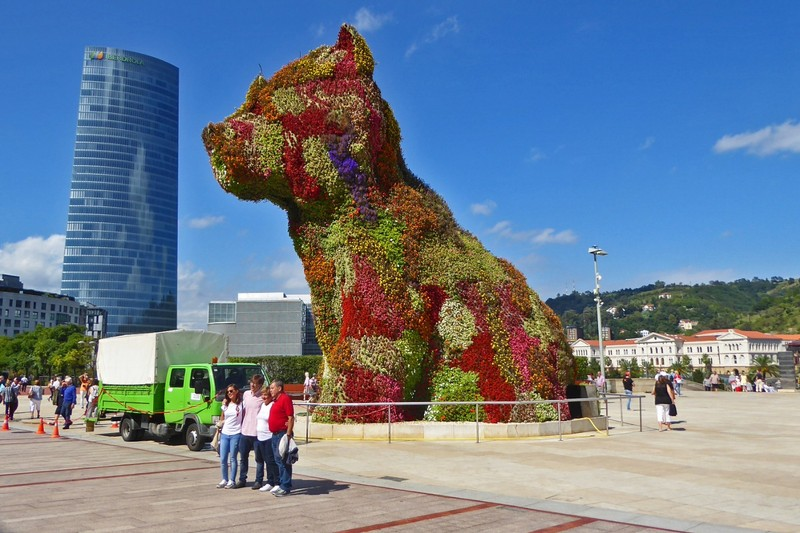"Jeff Koons ""Puppy"" in front of the Guggenheim, Bilbao"