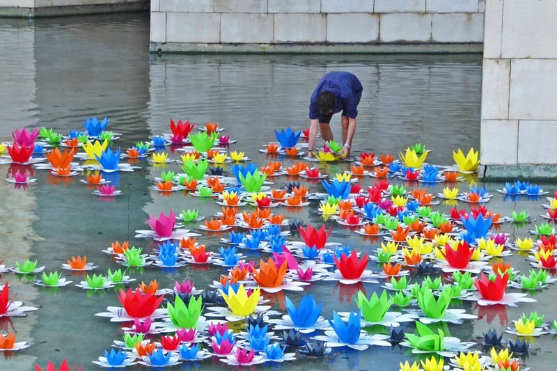 Removing the lotus installation from the reflecting pool at the Guggenheim, Bilbao