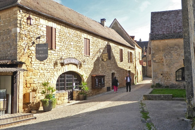 La Taverne des Remparts beside the Château