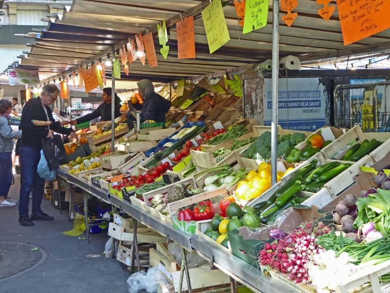 Market at Maubert-Mutualité Metro stop