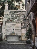 Fountain on Rue du Perron in Geneva