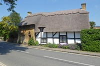 Thatched House in Broadway