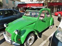 Antique French car in Eygalières