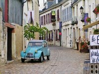 Azay-le-Rideau with a cute car