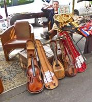 Président Wilson outdoor market - Music anyone?