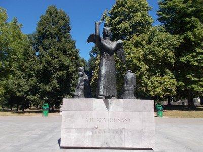 Statue honouring Henri Dunant.