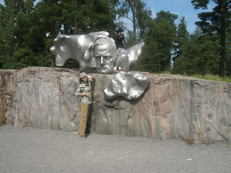Sibelius gets to know a Japanese tourist - Helsinki