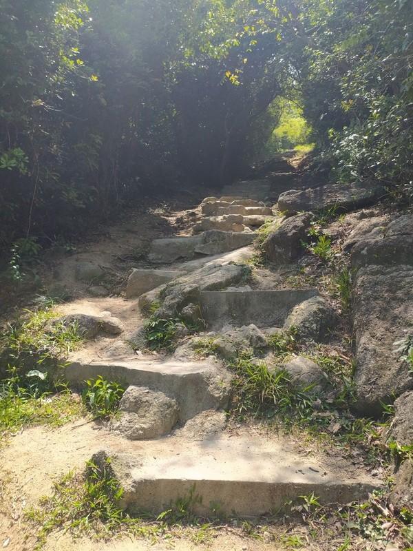 Uneven steps.