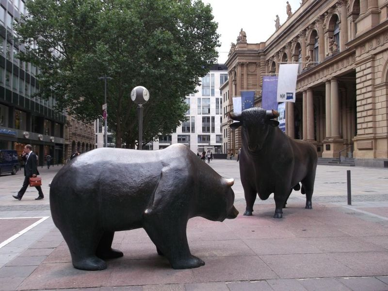 Stock exchange with bull and bear. - Frankfurt am Main