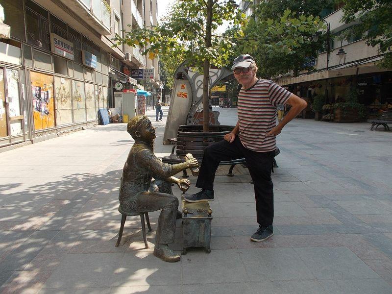 large_332546617449677-Statues_near..tue_Skopje.jpg