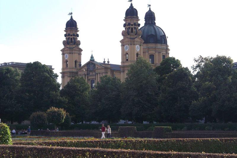 The Hofgarten with the Theatinerkirche. - Munich