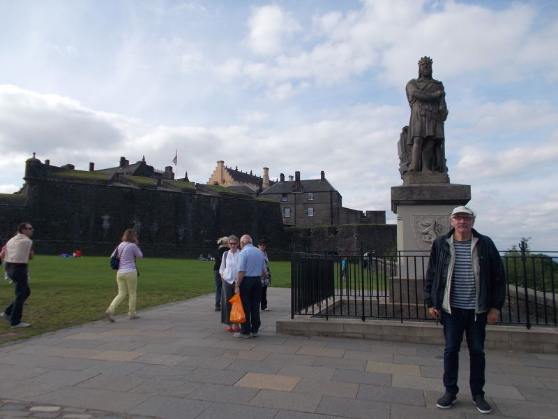 Robert the Bruce statue outside the castle. - Stirling