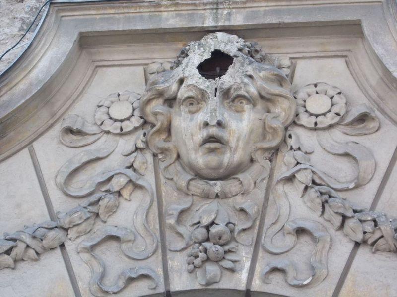 Wonderful, but damaged building sculpture. - Maribor