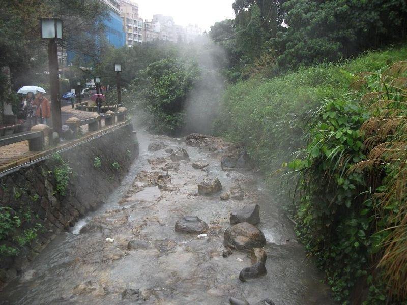 large_4755326-Beitou_thermal_stream_Taipei.jpg