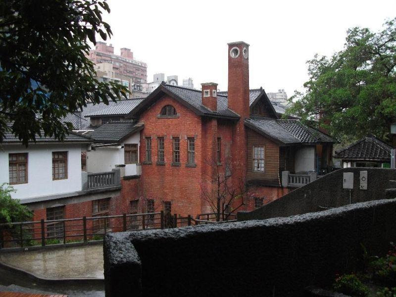 large_4755327-Hot_Springs_Museum_Taipei.jpg