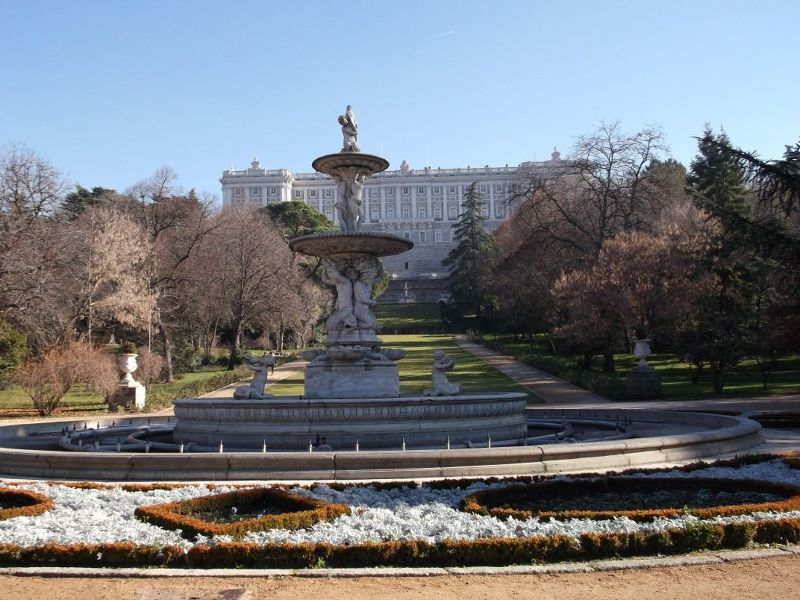 View across gardens towards palace. - Madrid