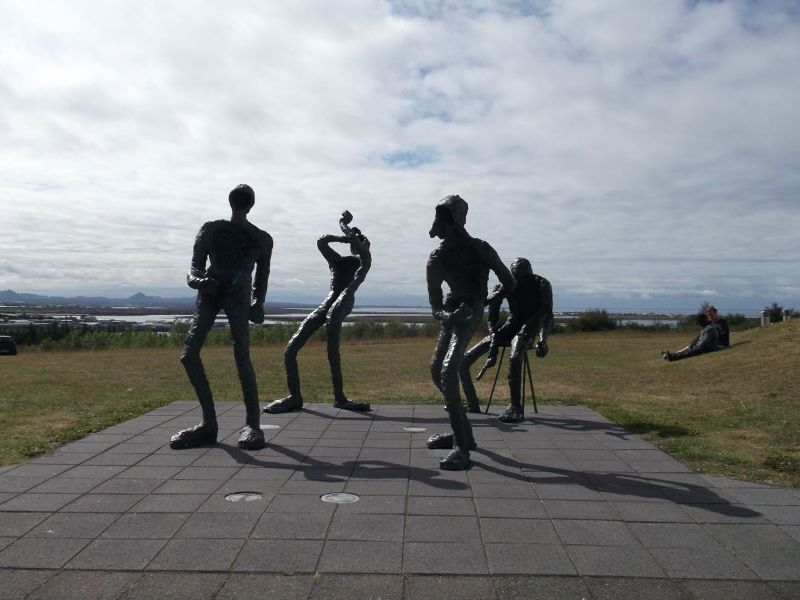 Dancers statue outside Perlan. - Reykjavík