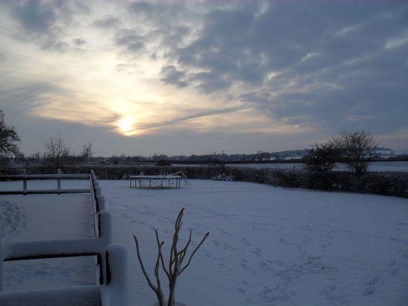 large_4990287-Sunset_over_the_snow_United_Kingdom.jpg