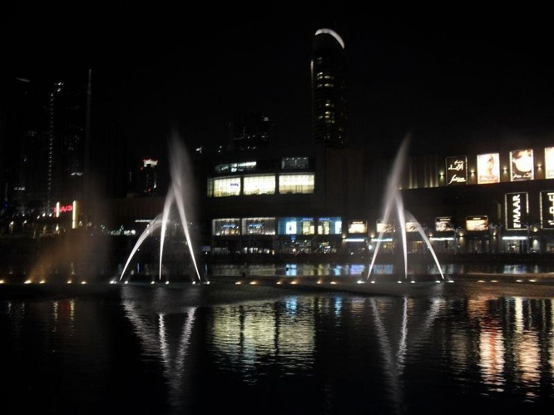 large_5109366-Dubai_fountain_show_Dubai.jpg