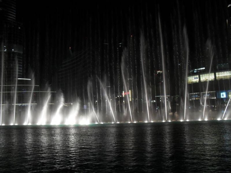 large_5109367-Dubai_fountain_show_Dubai.jpg