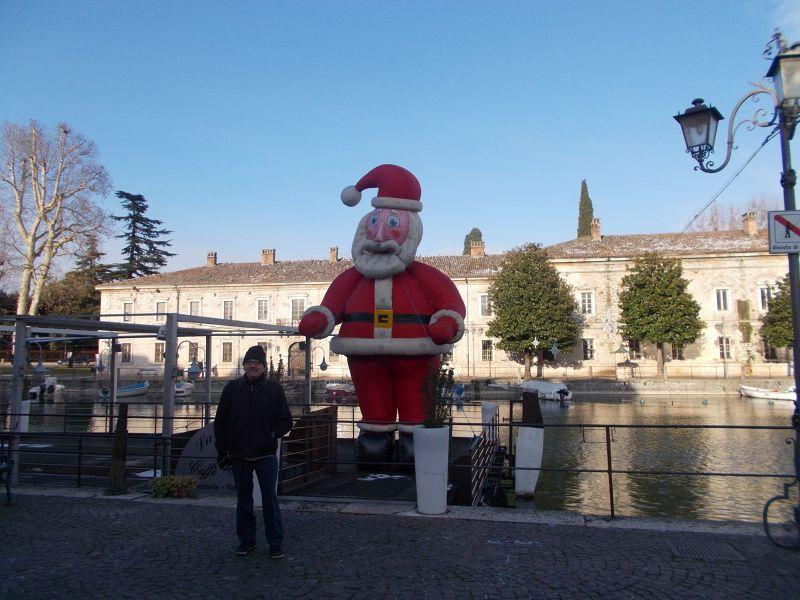 Peschiera del Garda Santa comes to town. - Lago di Garda