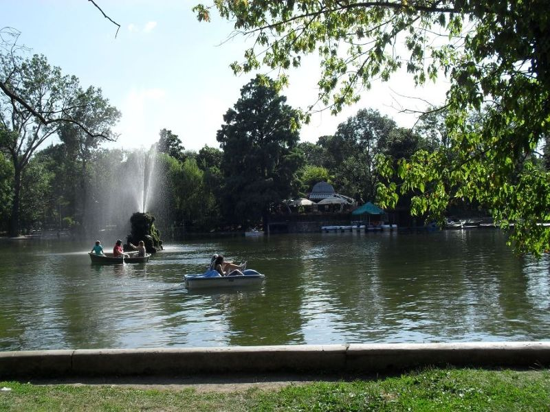 Fountains and boats. - Bucharest