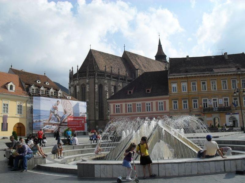 Piata Sfatului or the old town square