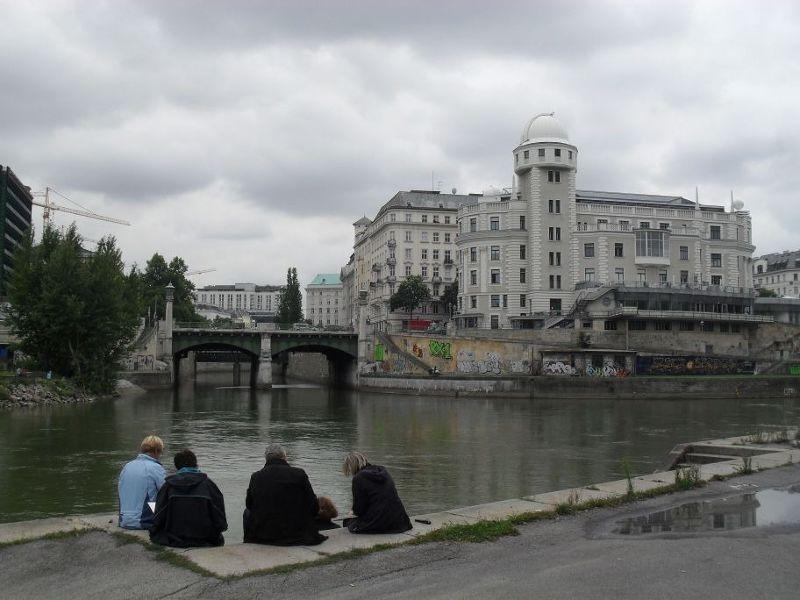 towards the Ukrania building. - Vienna