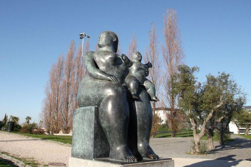 Motherhood statue - Lisbon