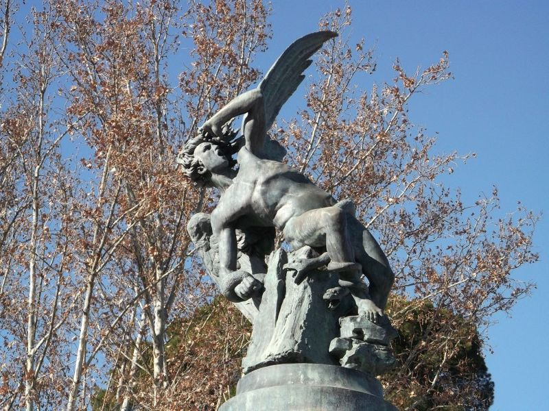 Angel statue on angel fountain. - Madrid