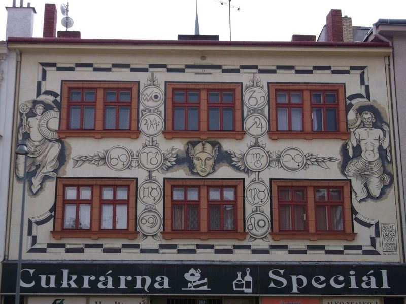 Lovely painted building. - Znojmo