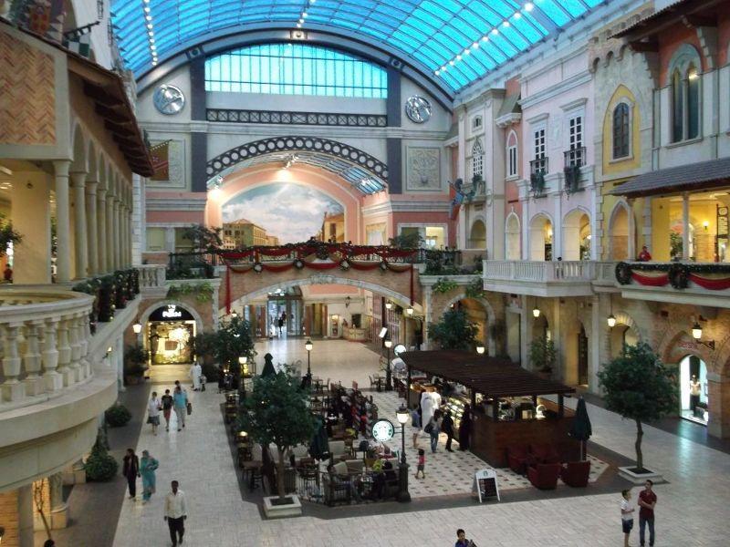 large_6472617-Inside_the_mall_Dubai.jpg
